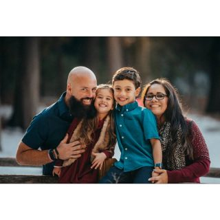 I loved doing mini sessions and getting to meet a few of our new neighbors! #familyphotos #minisessions #losangeles #crestline #christmaspictures #cutefamily #smile #shotoftheday #cuddles