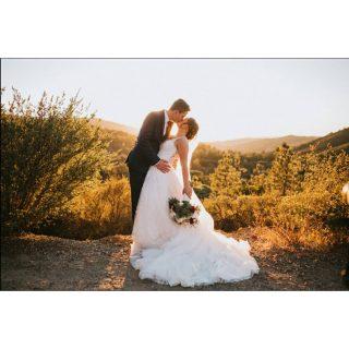 Happy 3-week anniversary to this unbelievably gorgeous couple @victoria_chetcuti @mchet4 #smalpresets #sunset #weddingpics #weddinggoals #wow #littlethingstheory #sbsn #somethingborrowedsomethingnew #bride #groom #kiss #love #truelove