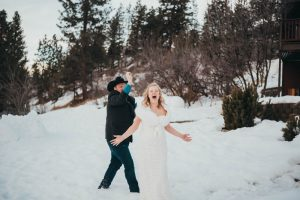 couple snowball fight mountain elopement photography wedding photography los angeles